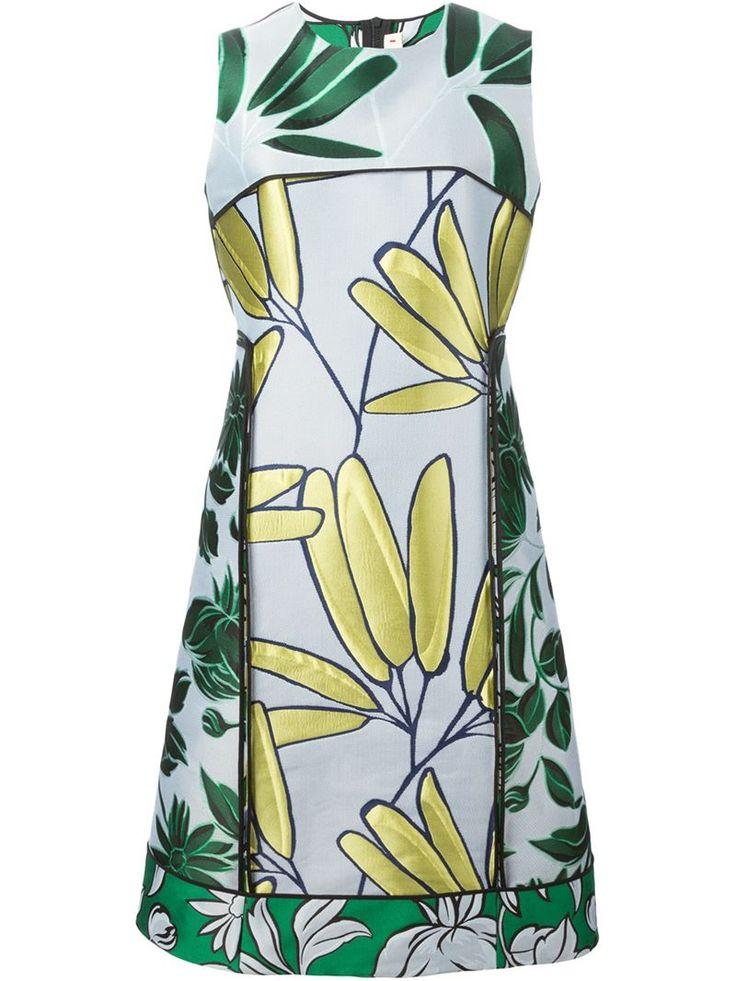 Florale Kleider ohne Ärmel - Mehr Sommerkleider: http://www.instyle.de/fashion/trends/trend-sommerkleider-fuer-2015-teil-3