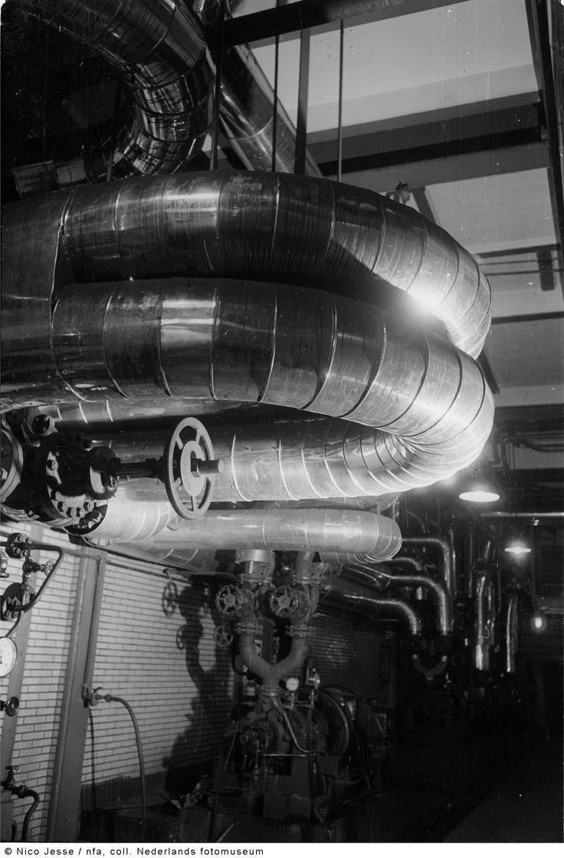 Waterleidingen in het ketelhuis, Oranje Nassau Mijnen, Heerlen (1952-1953)