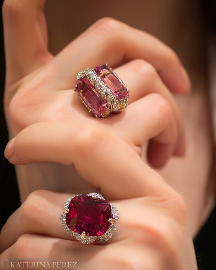 "Verdura. Via KATERINA PEREZ(@katerina_perez) on Instagram: ""Gorgeous reds of @verdurajewelry. #finejewelry #highjewellry #cocktailring #cocktailrings…"""