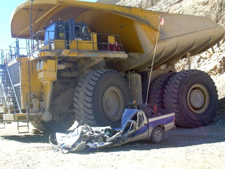 Hauler on light vehicle accident Coal Mining equipmnent
