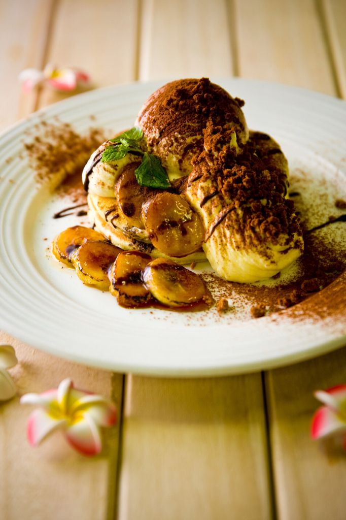 Resort Kitchen ROYAL HAWAIIAN  以粉红色为主调的鲜豔外观,这个3层楼的店铺共有119个座位。这裡拥有彷彿来到夏威夷度假村一般的开放空间。本店主题为「大坂的夏威夷村」,专为来自「美食之城大坂」,拥有挑剔舌头的顾客们提供,让所有人满足的「精心研製的符合日本人口味的夏威夷料理」。 住址: 〒542-0086 大坂市中央区西心斋桥 2-10-30 网站: (官方网站)http://www.royalhawaiian.jp/ 电话号码: 06-6211-1296 营业时间:LUNCH 11:00-14:00 CAFE 14:00-17:00 DINNER 17:00-24:00  음식을 주문 하시는 분께 음료 1잔<커피・홍차( HOT/ICE)・소프트 드링크(※페리에는대상 외)