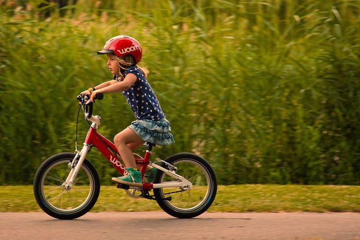 Woom to lekkie rowery z klasycznie lecz nisko prowadzoną aluminiową ramą oraz kierownicą o BMX-owym stylu. Projektowane i montowane w Wiedniu wysokiej jakości lekkie rowery dziecięce Woom cechuje ergonomia i bezpieczeństwo. http://www.aktywnysmyk.pl/257-rowery-woom