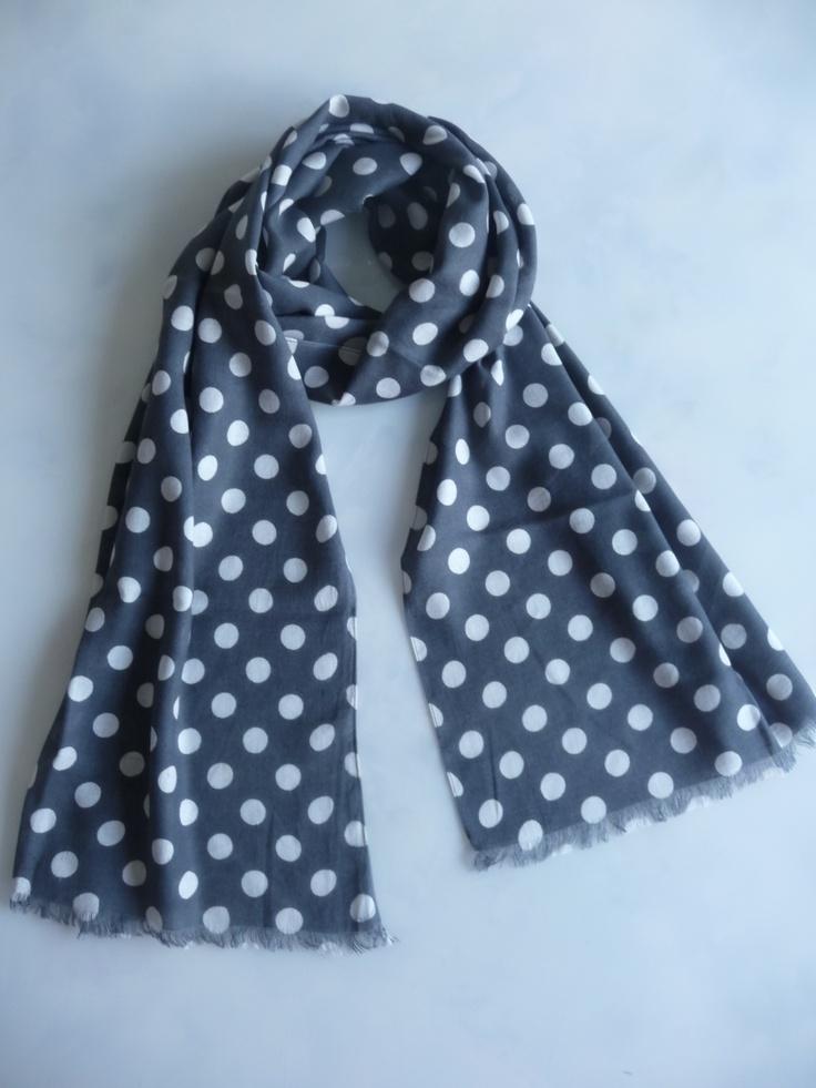 polkadot sjaal grijs met witte stippen. kijk en bestel op www.lesjalerie.nl