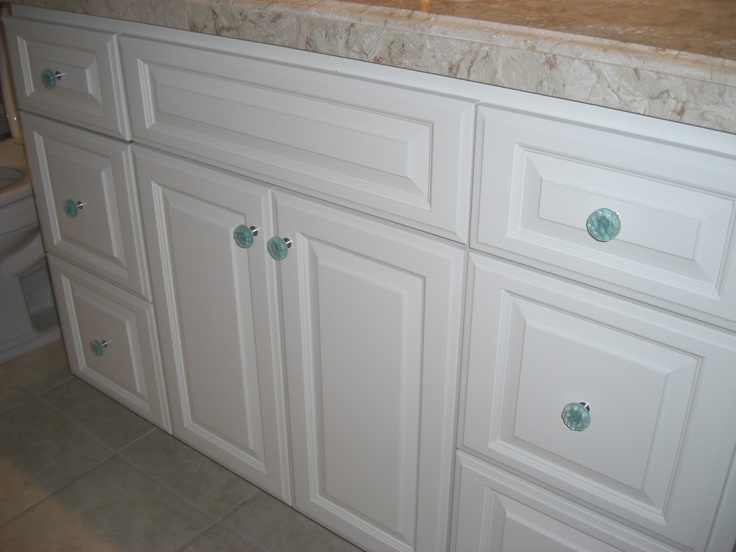 Imagine square instead of round and this gives an idea of what the light aqua knobs would look like in the master bathroom. Maybe more contrast needed?!?!