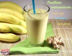 Il Frullato antiossidante al mango, zenzero e banana è un toccasana per il corpo e per il palato. Ricco di vitamine, sali minerali e potassio