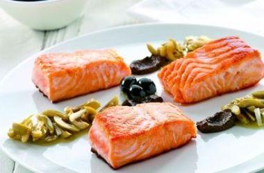 Esta es una de mis recetas favoritas, ya que las aceitunas me encantan y acompañadas de u delicioso salmón saben mucho mejor. Prepara esta receta de salmón con aderezo de aceitunas y disfruta su sabor.