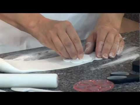 How to Create Sugar Flowers - Mich Turner. Little Venice Cake Company