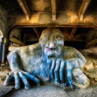 THE FREMONT TROLL – Take a picture with this strange monument. Where is it you ask? Just take a peek under the THE AURORA BRIDGE. The Troll is a mixed media colossal statue, located on N. 36th Street at Troll Avenue N., under the north end of the George Washington Memorial Bridge (also known as the Aurora Bridge). It is clutching an actual Volkswagen Beetle, as if it had just swiped it from the roadway above. The vehicle has a California license plate.[1