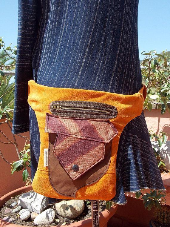 tasca/marsupio in pelle riciclata arancio e di Isogninellaborsa