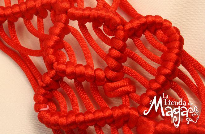 Tejido Macramé es uno de los diseños que con la unión de nudos hacen de nuestras pulseras muy artesanales.