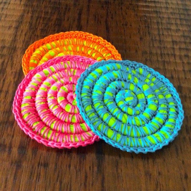 Posavasos en espiral tejidos a crochet con trapillo e hilo de algodón!