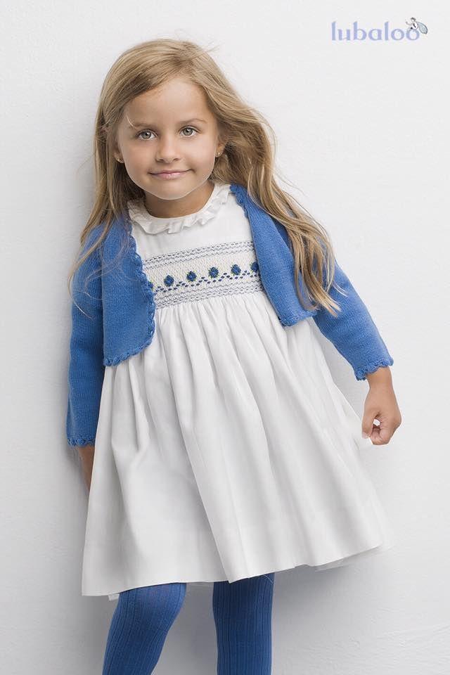 Vestido de viyela con nido bordado a mano. En beige y pequeños detalles en azul para añadir un toque de color y que  resulte fácil combinarlo con otras prendas de este tono. #FashionKids #Vestido #Niña