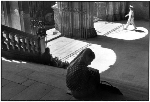 Henri Cartier-Bresson, 1962, Cagliari, Sardinia, Italy   #TuscanyAgriturismoGiratola