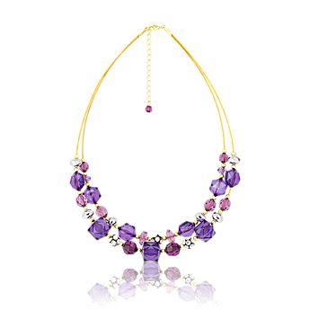 Náhrdelník Purple Glam Akrylové korálky v různých odstínech purpurové jsou usazeny na dvojitém zlatavém řetízku. Náhrdelník se skleněnými kamínky má dramatický, jiskřivý efekt. Zabaleno v organzovém pouzdře.