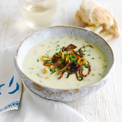 Prei-aardappelsoep met uiringen recept - Jamie magazine