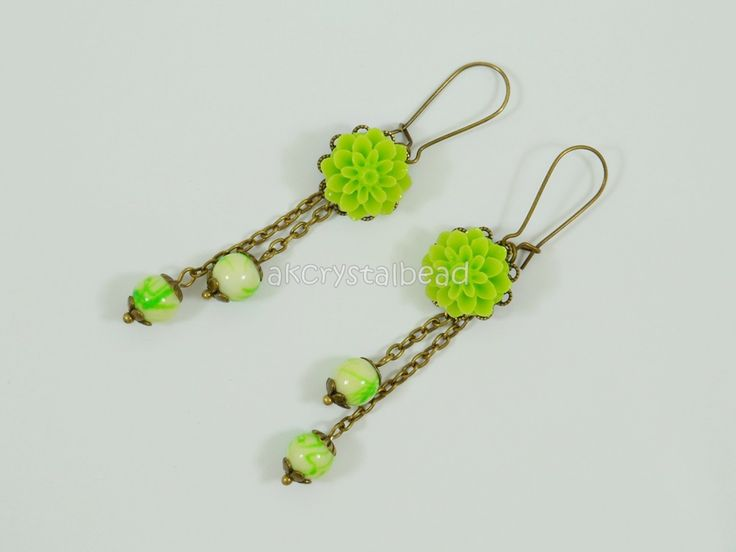 Green flower cabochon and green glass bead earrings. BGT0031