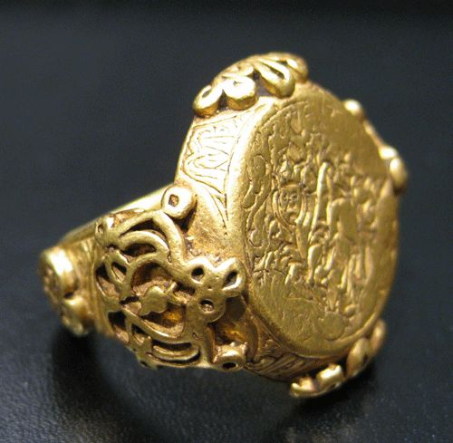 Seljuk Gold Ring with Incised Griffin - AM.0355, Origin: Central Asian, Circa: 1100 AD to 1300 AD, Collection: Jewelry, Style: Seljuk Dynasty, Medium: Gold