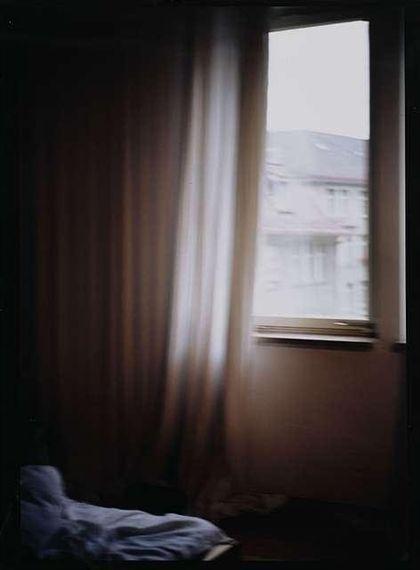 Nan Goldin - Hotel room Zürich, 1995