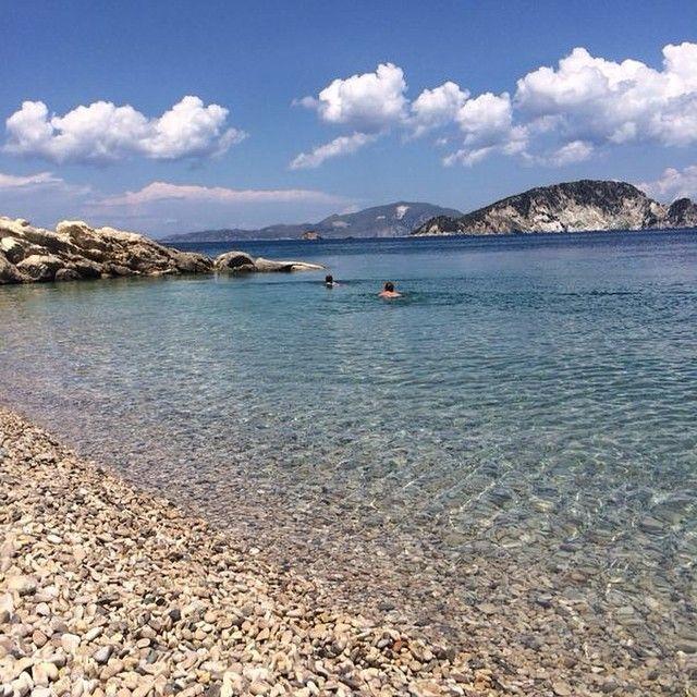 På Kerihalvøen finder vi denne hyggelige lille strand, som hedder Marathias. Afslappende, smuk og krystalklart vand. Hvilken er jeres favoritstrand? Du kan læse mere om Zakynthos her: www.apollorejser.dk/rejser/europa/graekenland/zakynthos