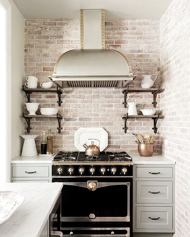 Your kitchen could look like this with our new exposed brick REMOVABLE wallpaper. No glue required - just peel and stick! Later on today we will be posting a pic of our aged brick wallpaper panels so you can see how it would look in your home ✔️ Shop link in profile (Source: Pinterest)