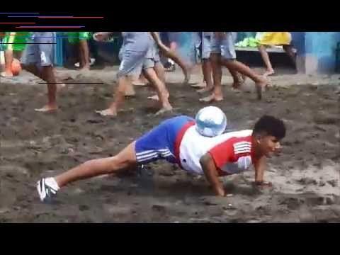 Joven De Guatemala Deja Sin Palabras A Salvadoreños Al Hacer El Mejor Freestyle El Salvador Es Street Football House Dance Futbol