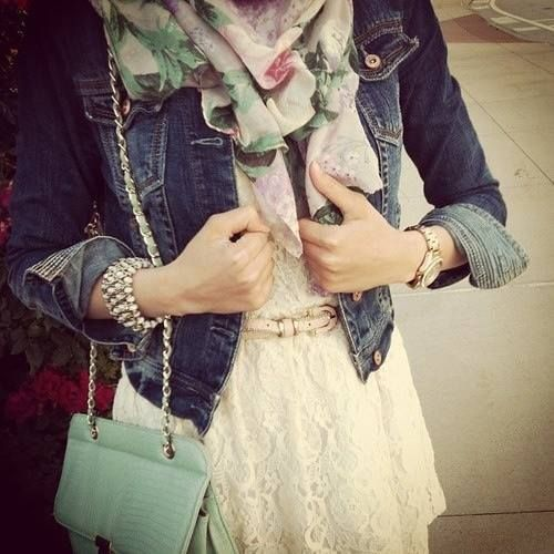 Flowery scarf & denim jacket