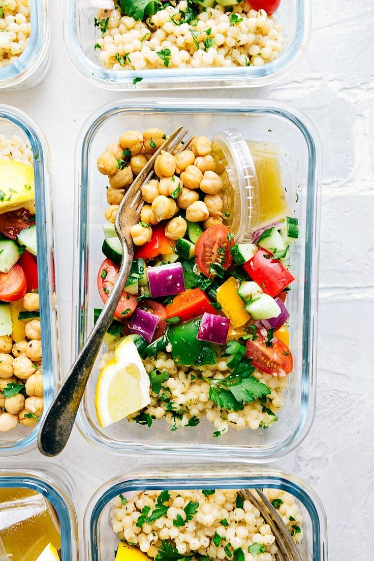 A delicious and healthy Greek couscous salad that everyone will go crazy for! (Meal prep options and tips included.) Vegetarian with meat option.