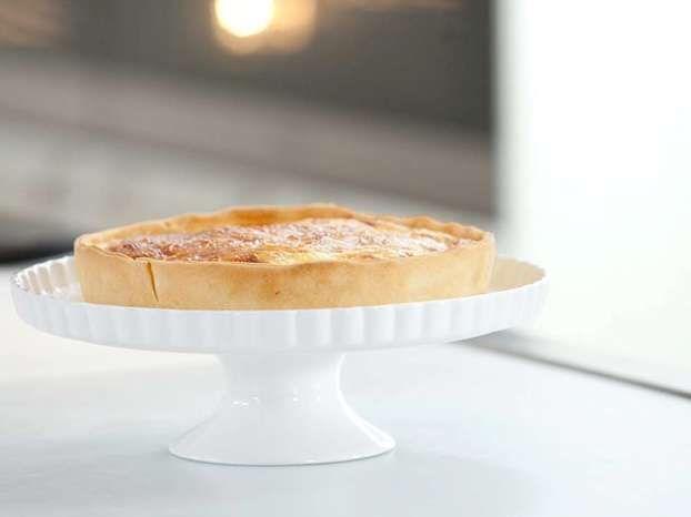 Luca ci insegna come preparare la pasta briseé e realizzare una perfetta e irresistibile Quiche Lorraine, una delle torte salate di origine francese più famose!
