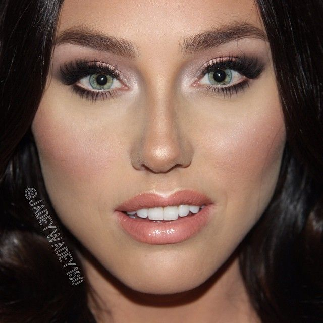 "#ShareIG Blue eyed babe @ArielAllenProduct list for this Megan Fox look is on my site now  #AnastasiaBeverlyHills brow duo in ""Dark Brown"" 