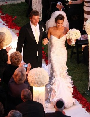 obsessed with her wedding dress! EXACTLY the style i LOVE!