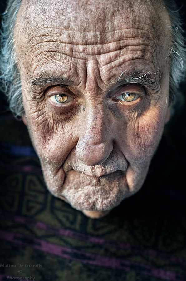 Tale of a Man by Matteo De Grandis (PH). Old man, guy, powerful face, intense eyes, Mirror of the Soul, wrinckles, expression, aged, a face that have lived with many stories to tell, portrait, photo