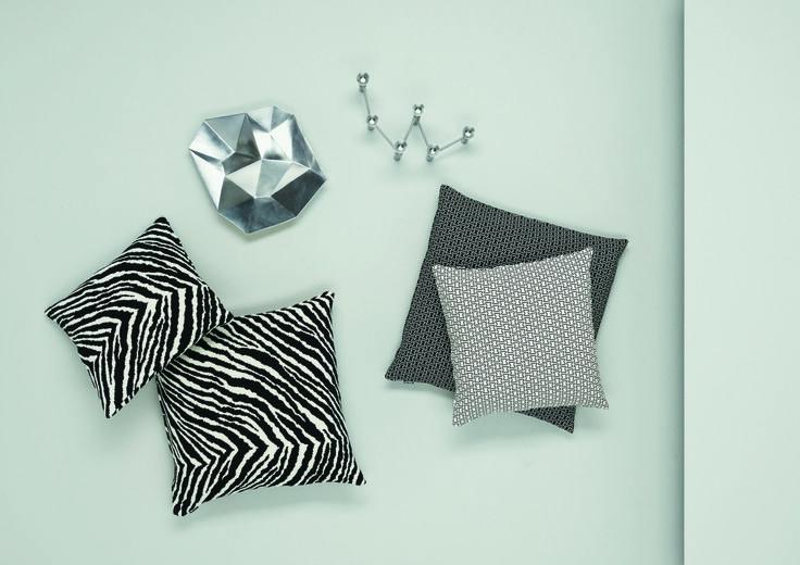 Was für ein Hingucker! Der Zebra-Kissenbezug von Artek hat sein Design des Künstlers Alvar Aalto zu verdanken.