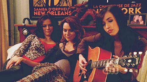One Tree Hill - Haley James Scott (Bethany Joy Lenz) & Peyton Sawyer (Hilarie Burton) & Mia Catalano (Kate Voegele)