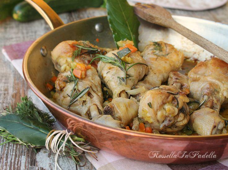 Pollo aromatico alle verdure cotto in padella
