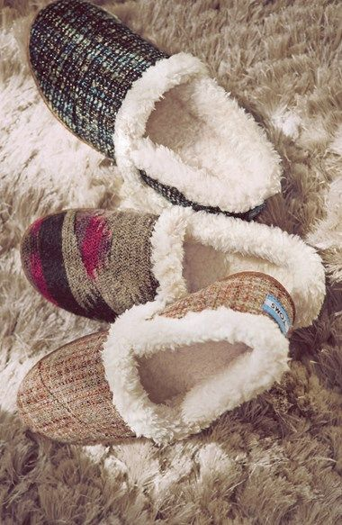 UMMMMM Hello!! How did I not know that TOMS made these super yummy faux shearling slippers!  BEST Christmas gift idea!!