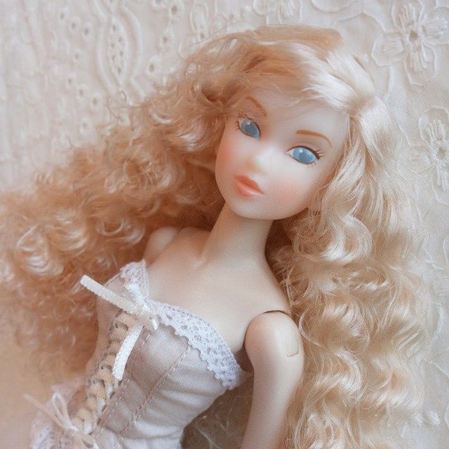 A Droplet of Sand.  #momoko #momokodoll #fashiondoll #toyartistry_elite #dollartistry #doll #dollphotography #dollstagram #toyuniverse #toy #toyphotography #toyphotography #toystagram #toyism #kawaii #dollfromjapan #littledollsroom | by little dolls room