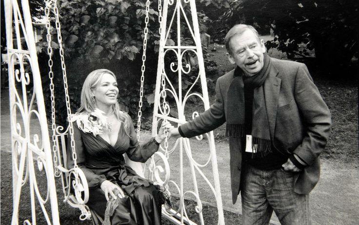 Václav Havel s manželkou Dagmar během natáčení filmu Odcházení 2010  Fot. Oldřich Škácha