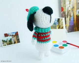 Собачка в берете и свитере