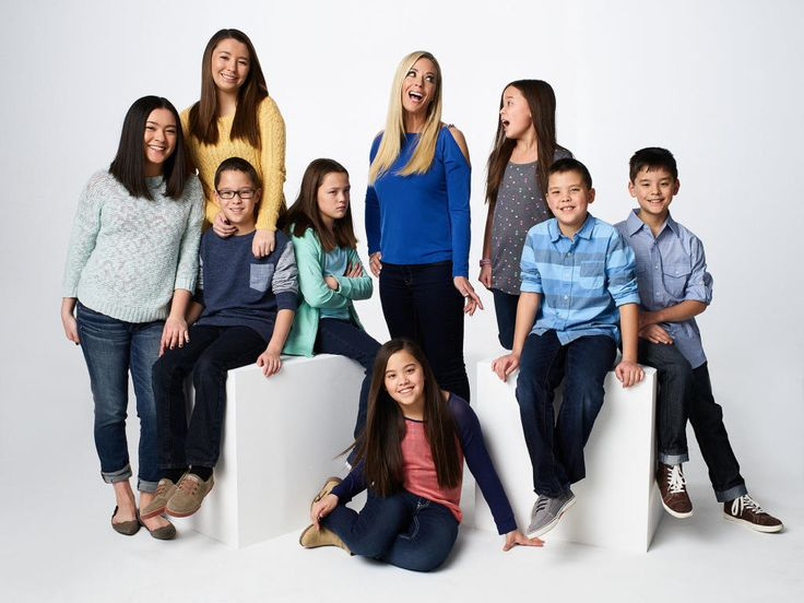Kate Plus 8 follows Kate Gosselin through the challenges and joys of raising eight children.