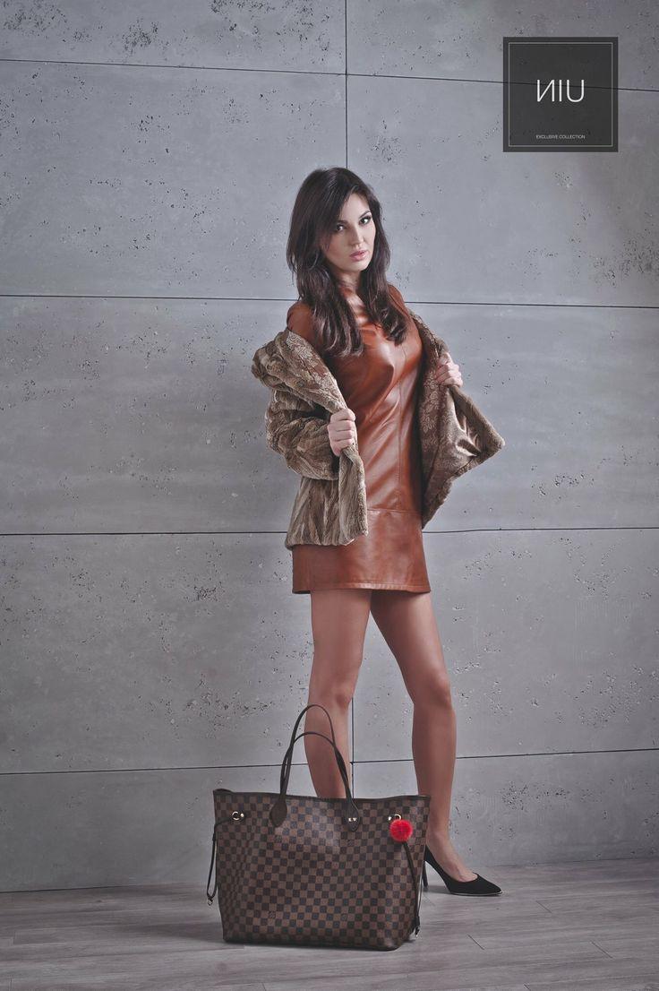#luxury #leather #dress #fashion #pompom #pompons #lovely #accessories #detail #luxurybrand #luxuryfashion #furcoat #coat #wintercoat #furs #woman #winter #ladyfur #furjacket #sukienka #kurtka #dodatki