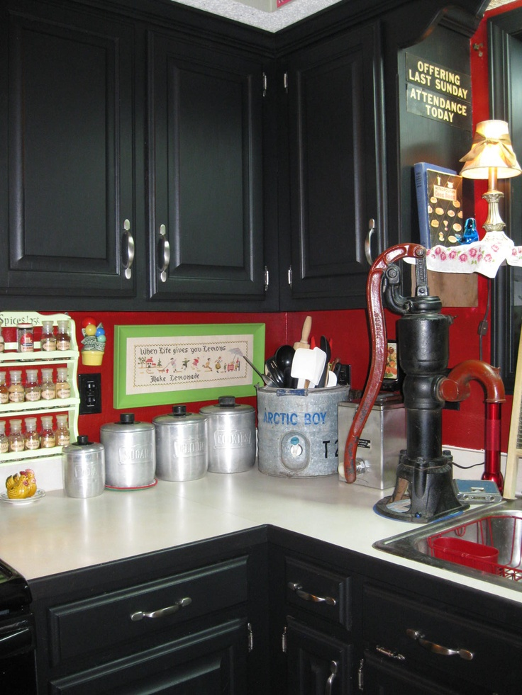 I love my kitchen now!!  I painted the cabinet doors matte black and added pewter hardware.: Pewter Hardware, Doors Matte, Beuty Kitchens, Paintings Cabinets, Black Cabinets, Kitchens Dinning Rooms, Doors Paintings, Kitchens Cabinets, Cabinets Doors