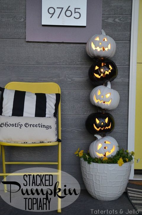 Stack lighted pumpkins on a wooden dowel to keep them in one chilling line are the perfect outdoor Halloween decoration. Find more indoor and outdoor easy DIY Halloween decorations for your home or Halloween party here.