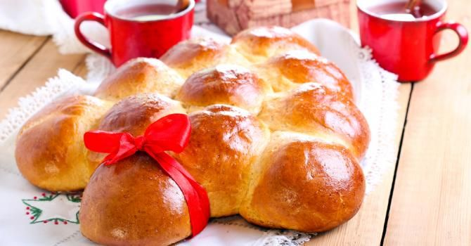 Recette de Brioche façon sapin de Noël. Facile et rapide à réaliser, goûteuse et diététique. Ingrédients, préparation et recettes associées.