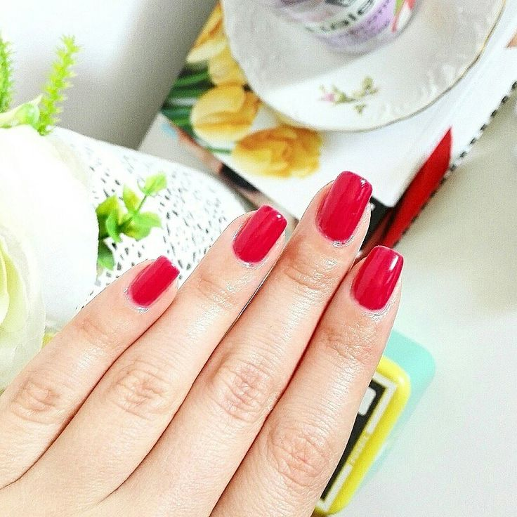 Red nails for summer