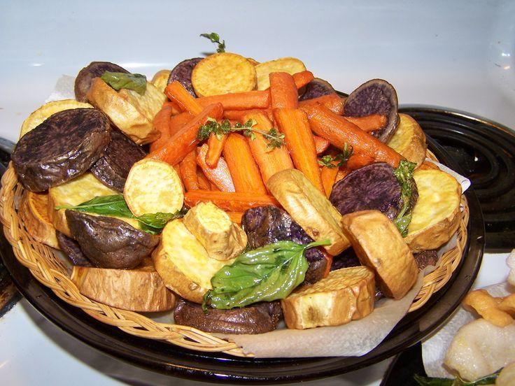 Deep Fried Sweet Potatoes, Puple Potatoes and Carrots with Basil -- Fritura de Batata (Camote), Papa morada y Zanahorias con albaca