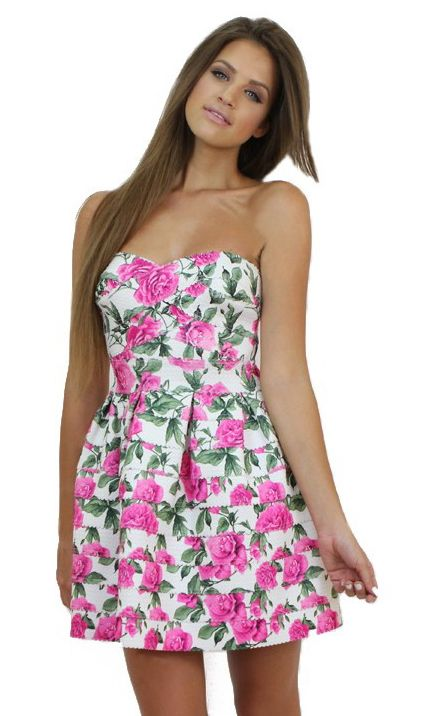 Strapless Pink Floral Dress for a romantic date. Available at www.famevogue.ro.  #dress #floral #fashion #style #trends