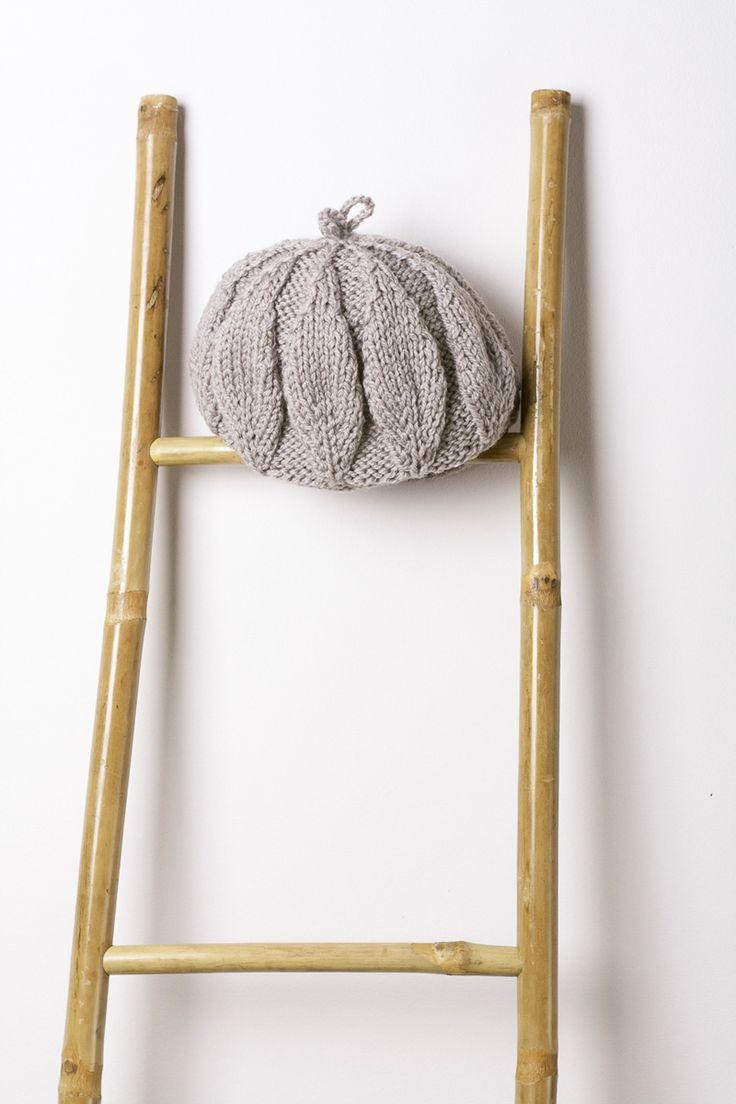 Gorro Hojas 95% lana y 5% acrílico. Hecho a mano en España. Descubre más en nuestra tienda online! www.decamino.info