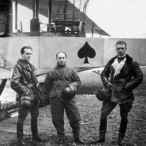 Crew of the Caproni 03 Heavy Bomber of the Italian Air Force during WWI.