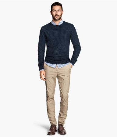 Chinos in washed cotton twill with slim legs. Side pockets, one coin pocket, and back welt pockets with button.