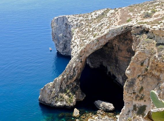 Check #BlueGrotto – A group of sea caverns on the south coast of #Malta in the village of #Qrendi.